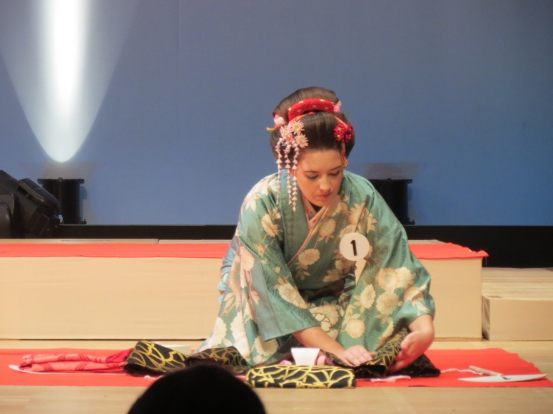 The foreigner competition!  I focused on my friend here because I can actually show her face and she was placed right in front of me so getting photos was easy!  Here she is tying her obi with the biyosugata.