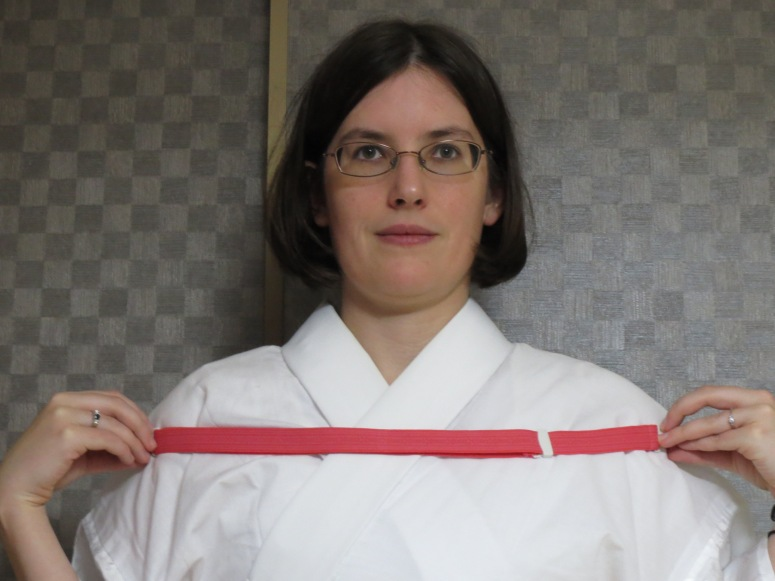 Use the width of your shoulders to measure your korin belt.