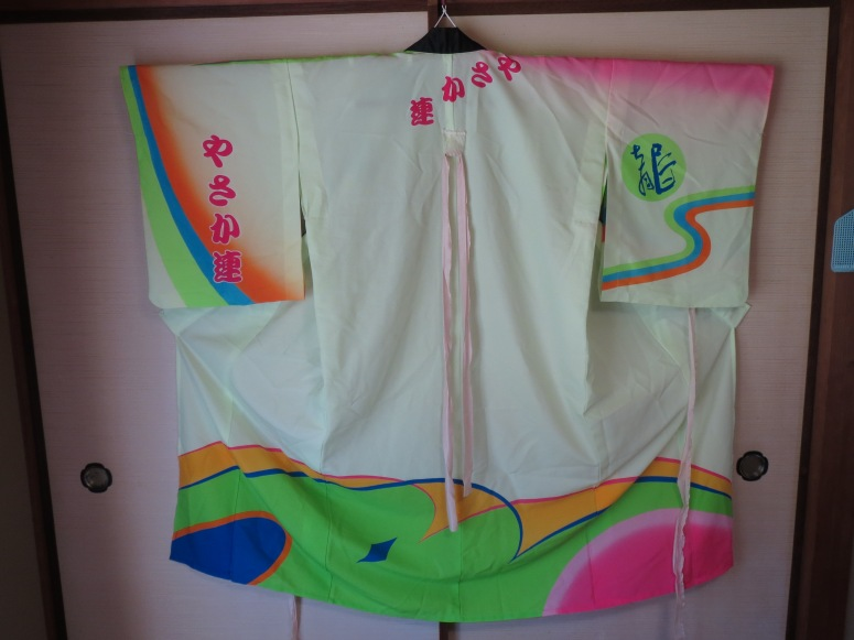 Here, you can see just how short the kimono is. You can also see the name of the dance group written at least three times on the garment.