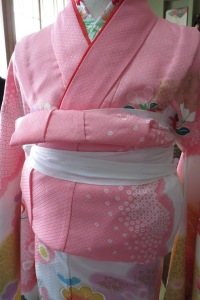 Here is the kimono with a nii-juu age. About 1 cm of juban collar should be visible.