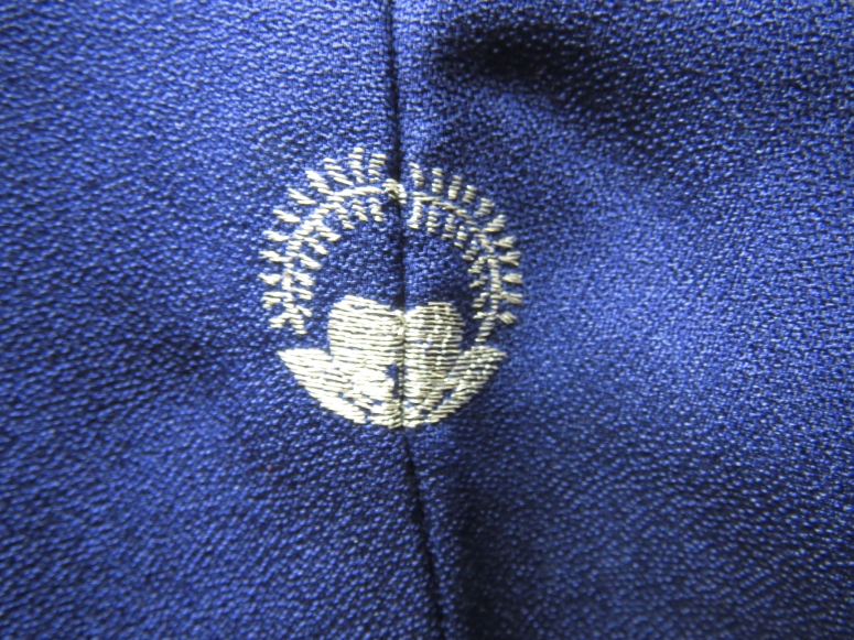The back of the kimono has a single crest, embroidered in silver thread.